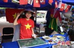 长春高校举办美食节 尝遍22个国