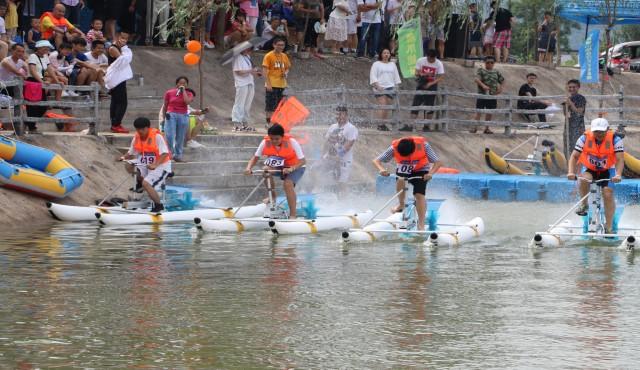 水上竞速 欢声破浪 首届南京佘村水上自行车公开赛圆满收官