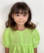 陈浩民小女儿近照曝光 齐刘海婴儿肥对镜甜笑可爱十足