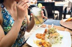 """吃饭吃不对 寿命会减退?吃饭伴随3种行为 等于主动在""""减寿"""""""