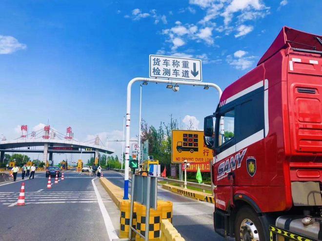 交通部回应高速涨价:确保货车收费新标比满载至少下降10%