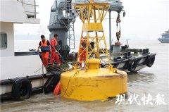 险!5吨重大家伙漂进长江……