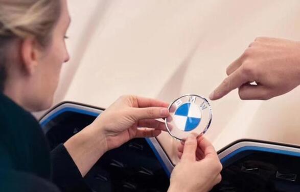 宝马全球车机大升级!Carplay已支持在仪表/HUD显示