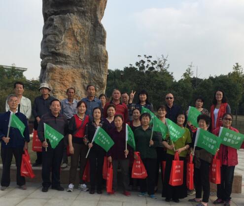 庆重阳 志愿者登山环保行