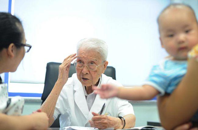 100岁还出诊 拿女儿试刀新手术 儿科院士分享了3句养生心得