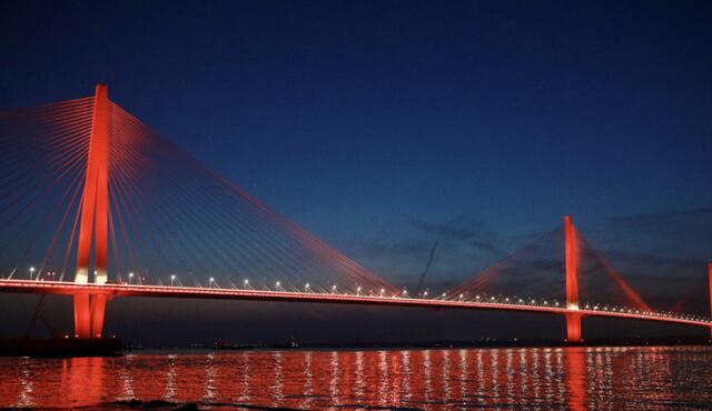 南京江心洲长江大桥弹奏光的乐章