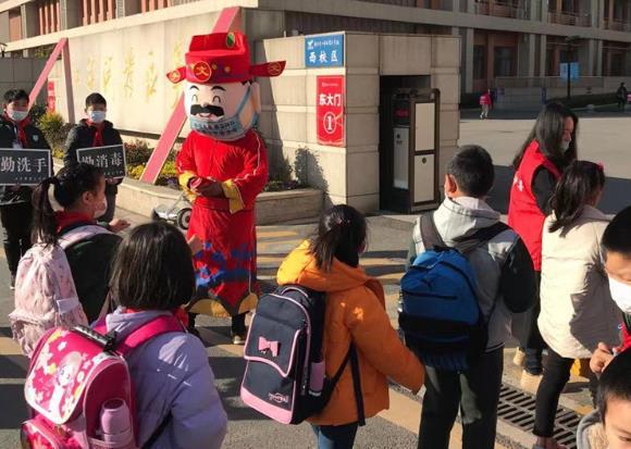 """华春莹点赞的南京学校是这所!""""红包""""开学礼火了"""