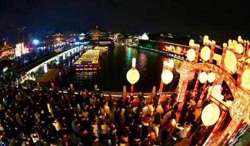 元宵夜这里最南京!夫子庙、白鹭洲灯彩如昼、游人如织