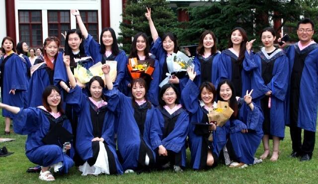 毕业季节:校园生机勃勃 青春飞扬 愿为母校添光彩