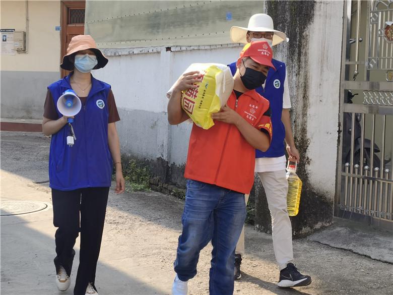 随着南京疫情的发展,全力做好疫情防控工作,有效切断病毒传播途径,为尽快把潜在人群中的感染者找出来,跑赢病毒,保障人民群众的生命安全和身体健康。