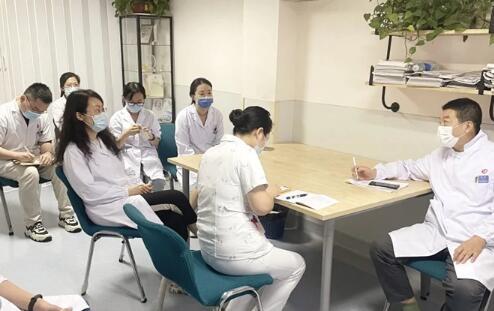 高龄女患罕见乳癌 南京市妇幼多科协作保其平安